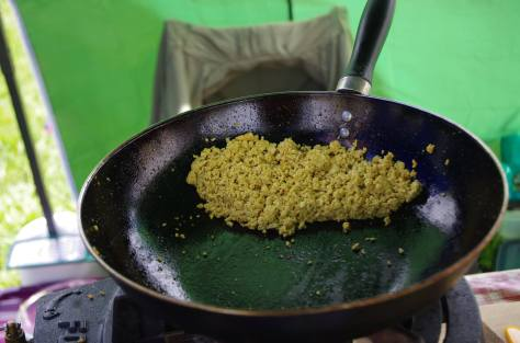 Frying scrambled tofu